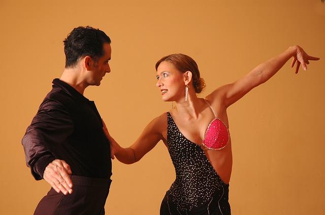 רקדנים בריקודים סלוניים? לא צריך לקנות כל פעם מחדש תלבושת