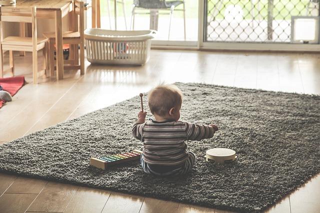 למה חשוב להפחית במסכים ולהרבות בצעצועים