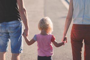 כל הסיבות להעניק לילדה שלך את האפשרות לעגילים באוזן