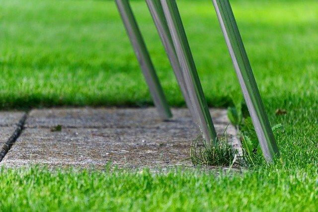 דשא סינטטי במרפסת