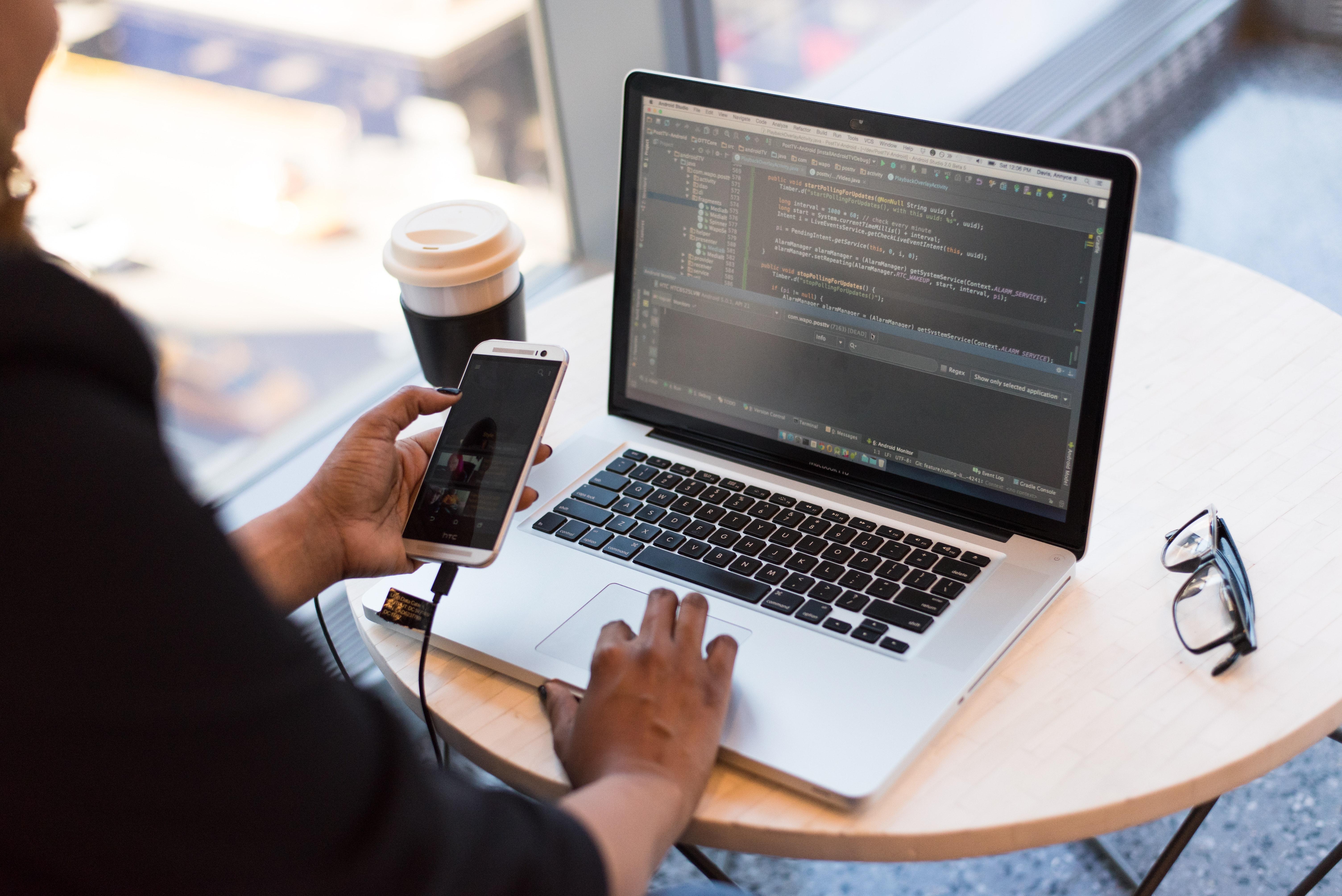 מה ההבדל בין פיתוח אפליקציה לאנדרואיד / אייפון